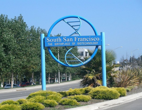 """South San Francisco gateway sign"" (crédit photo Coolcaesar)"