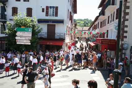 F tes patronales saint jean pied de port - Places to stay in st jean pied de port ...